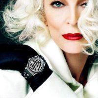 Carmen Dell'Orefice: tiene casi 83 años, pero sigue haciendo portadas desde hace más de 66. Su primera portada fue en Vogue de 1947. Se ha retirado varias veces del modelaje, pero siempre vuelve. Foto:vía Vogue