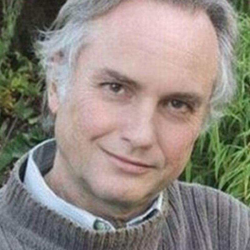 """Su doble sería el famoso investigador y científico Richard Dawkins, """"adorado"""" por los ateos a nivel mundial. Foto:vía Getty Images"""