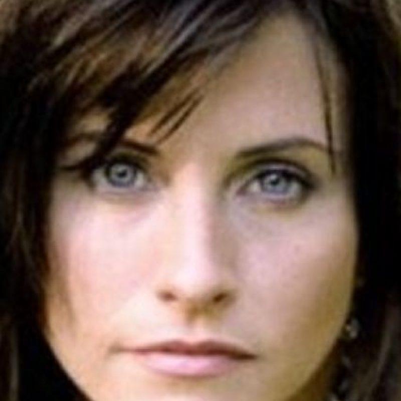 Courteney Cox, cabello oscuro y ojos azules. Foto:vía Getty Images