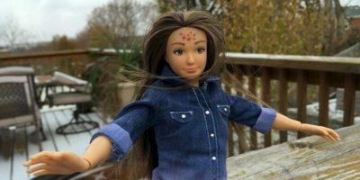 """Nickolay Lamm creó a la muñeca en 2013. La muñeca – basada en el físico de una chica """"promedio"""" de 19 años de edad (cinco pies, cuatro pulgadas (163.3 centímetros) de altura, 150 libras (68 kilogramos) de peso, con 33.5 pulgadas (85 centímetros) de busto) – nació de imágenes de photoshop de Lamm de """"Barbie"""" 'la mujer real' Foto:lammily.com"""