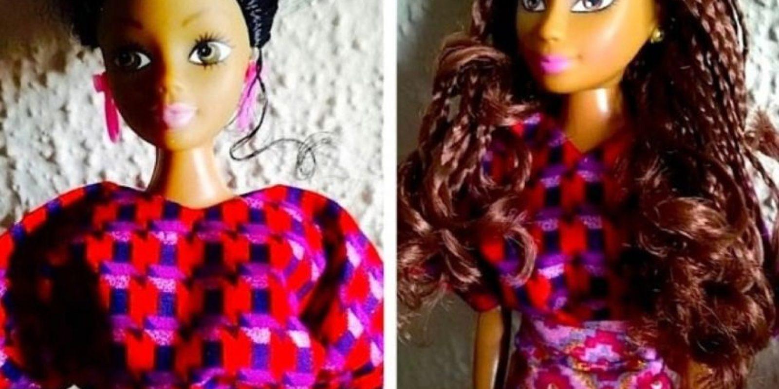 Sus colores de piel son diferentes a pesar de ser oscuros e incluyen trajes tradicionales africanos y modernos. También tienen consignas políticas. Foto:vía facebook.com/queensofafricablackdolls