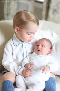 La fotografía de los pequeños la hizo su propia madre, la duquesa de Cambridge. Foto:Vía twitter @KensingtonRoyal