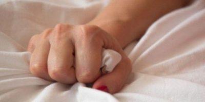 Felipe Coiffman, profesor de cirugía plástica de la Universidad de Los Andes en Bogotá, Colombia, confirma que el vello púbico capta feromonas -olores producidos por la vagina que estimulan la libido- Por ello, si se elimina completamente la vellosidad del pubis, podría perderse un estímulo sexual. Foto:wikimedia
