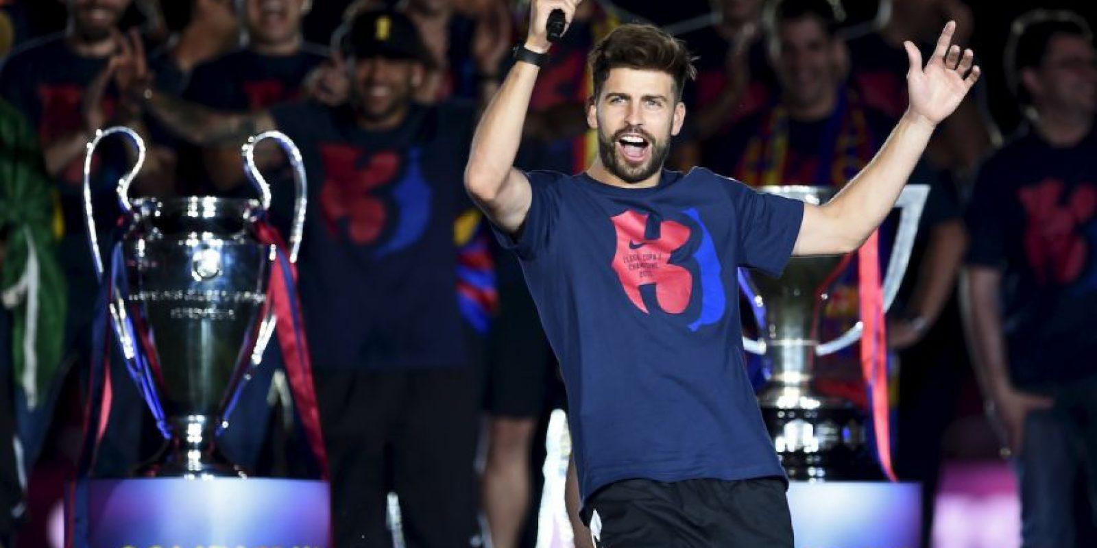 """Gerard Piqué se acordó del Real Madrid en los festejos de Barcelona por el """"triplete"""". Foto:AFP"""
