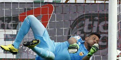 Diego Alves (Brasil). El portero fue titular en los últimos partidos amistosos, pero sufrió un esguince en la rodilla derecha en la última fecha de la Liga de España que Valencia mantuvo contra Almería Foto:Getty Images