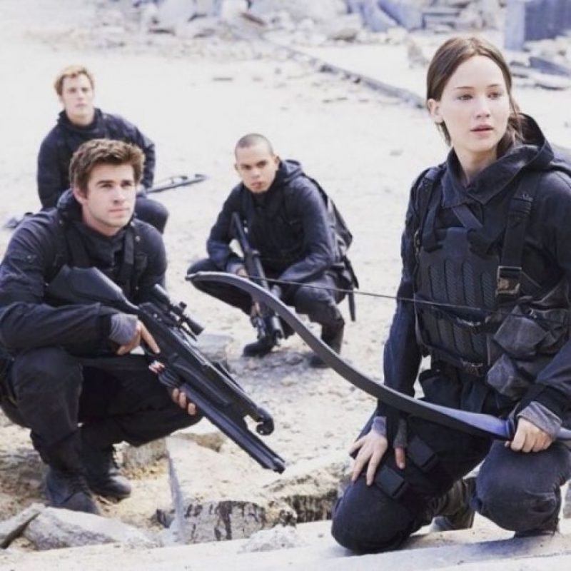 "La actriz publicó Jennifer Lawrence fue la encargada de revelar la primera foto de ""Sinsajo: Parte 2"" Foto:Facebook/JenniferLawrence"
