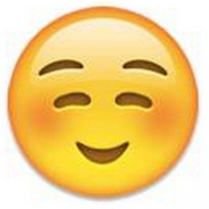 10) Mejillas sonrojadas y además con una sonrisa que demuestra lo feliz que se siente. Foto:emojipedia.org