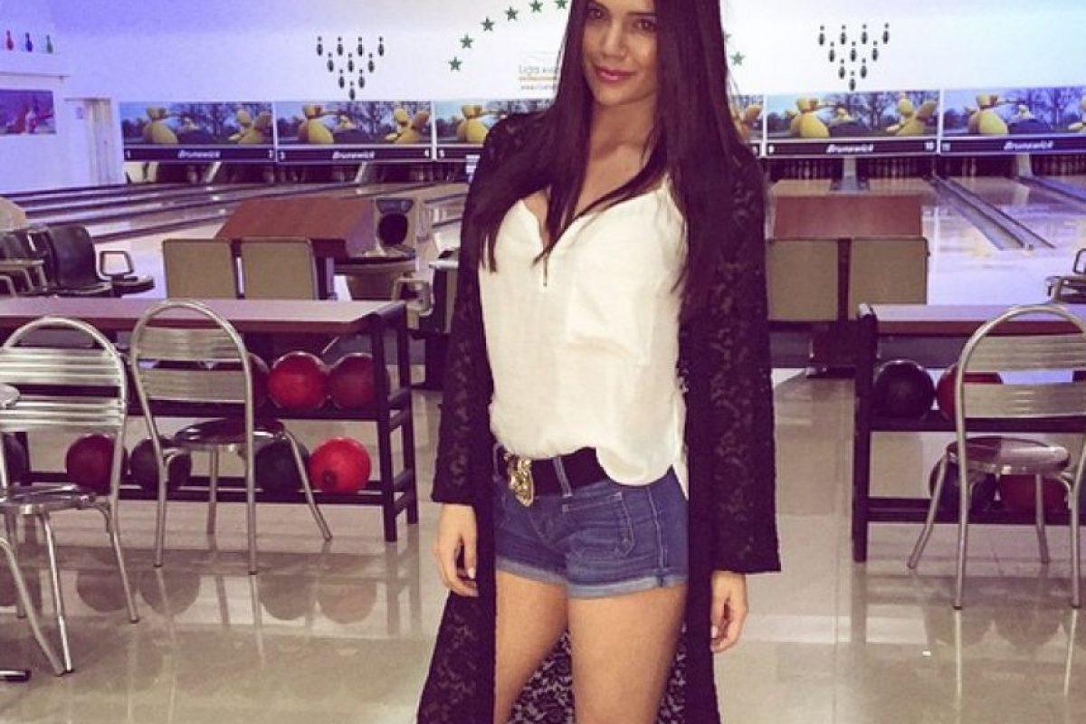 """#FAIL: Lina continúa con sus pantalones cortos, pero para """"taparse"""" recurre a un abrigo largo. Foto:Instagram"""