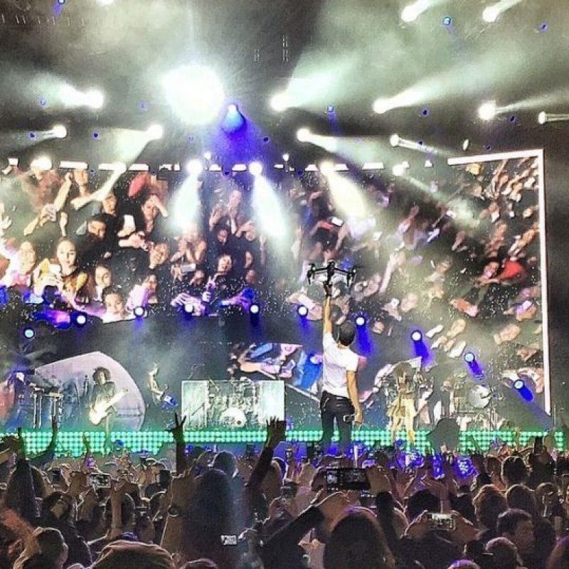 A pesar de las recomendaciones de los médicos, el cantante decidió continuar con el concierto. Foto:Instagram/JoeBonillaOficial