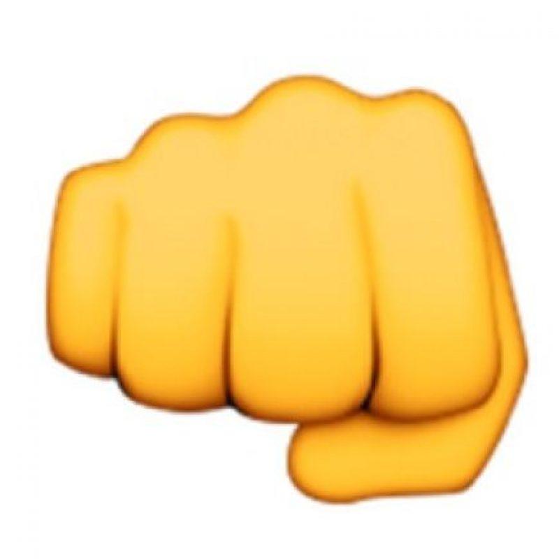 1) Puño cerrado como muestra de rudeza, fuerza y enemistad. Foto:emojipedia.org