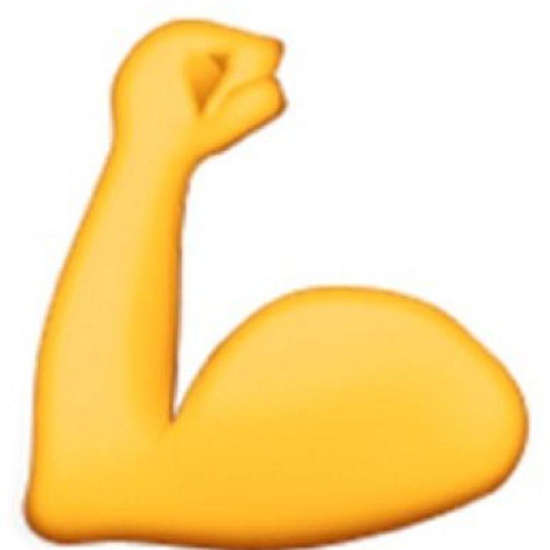 8) Mostrando sus bíceps demostrando que son fuertes y no están dispuestos a rendirse. Foto:emojipedia.org