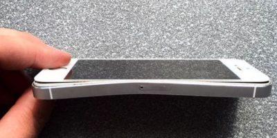 Así quedó el dispositivo de Apple después del accidente automovilístico Foto:twitter.com/macov_net