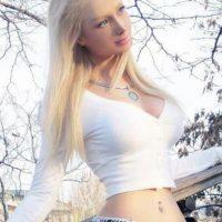 """Valeria, quien insiste en su aspecto es totalmente natural, a excepción de sus pechos, continuó diciendo a """"Cosmopolitan"""" que la razón por la que aceptó su alias era porque se había convertido en parte de su identidad. Foto:Vía Facebook/ValeriaLukyanova"""
