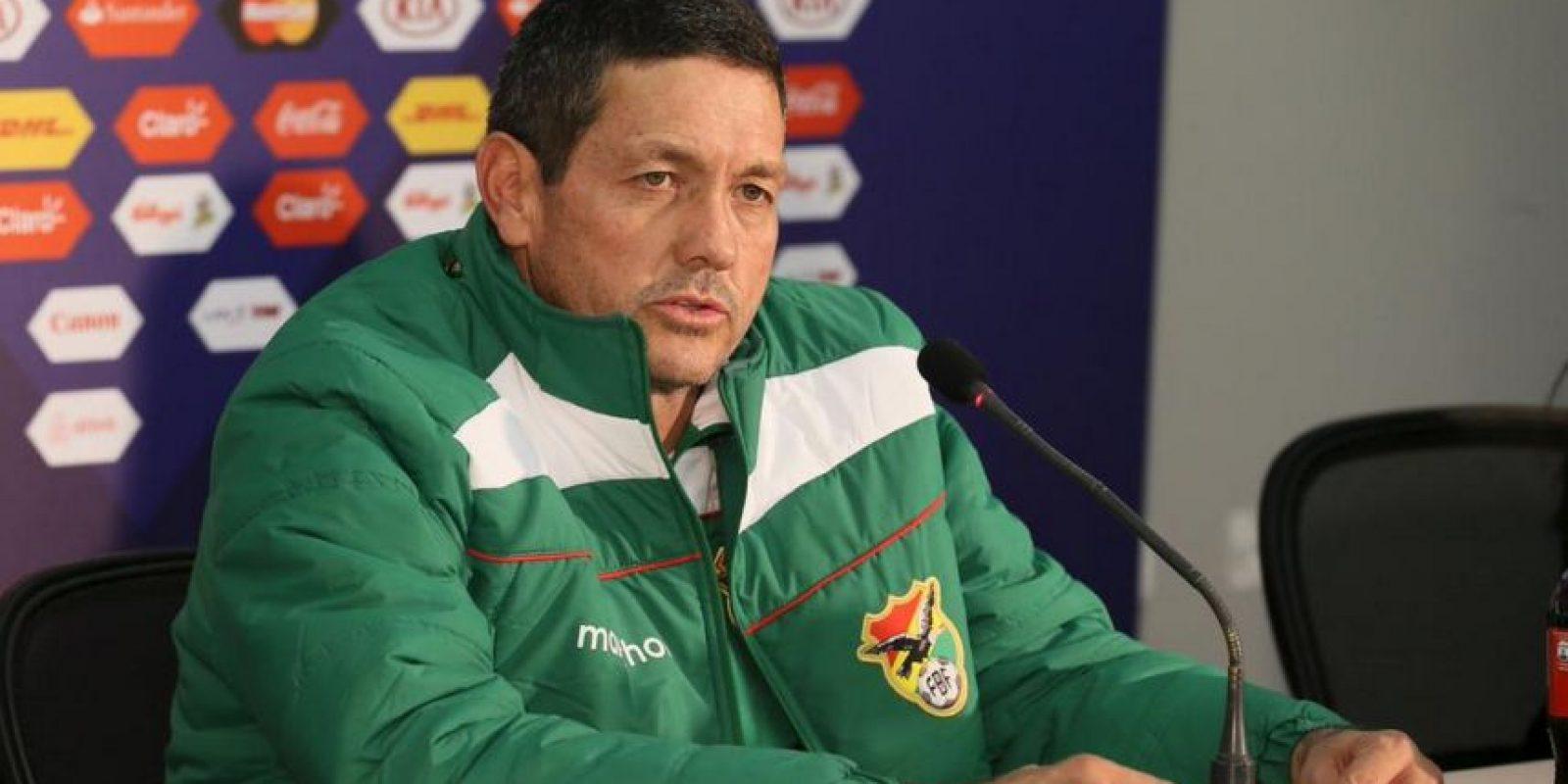 En Chile, los bolivianos han disputado 14 duelos, entre los que perdieron 10 e igualaron cuatro. En la imagen el DT Mauricio Soria Foto:Getty Images