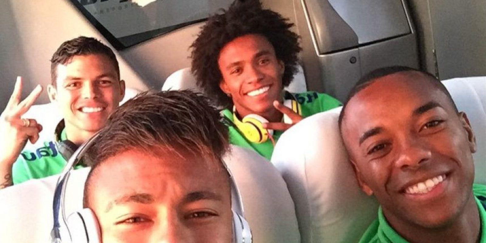 El jugador del Barcelona lleva un estilo mohicano desde hace algunos años, y sólo cambia el largo del flequillo o el tono. Foto:Vía instagram.com/neymarjr