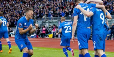 Islandia es el nuevo líder del grupo A tras vencer 2-1 a la República Checa. Foto:AFP