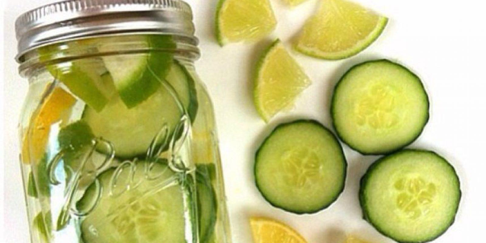 Puede que lo que se estén comiendo sea piel de babosa que les hace perder 5 kilos al día, pero por favor, en frasco y presentable. Foto:vía Instagram
