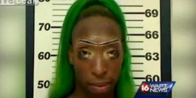 La policía le detuvo después de que su entrevista se volviera viral Foto:Liveleak.com