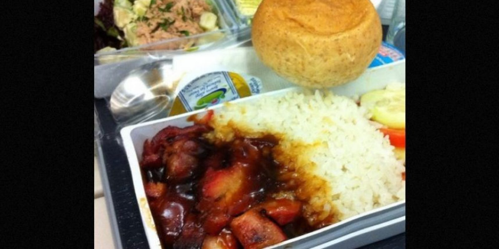 6. Carne con arroz, ensalada de atún y pan. Foto:Flickr: mobile247 /Creative Commons