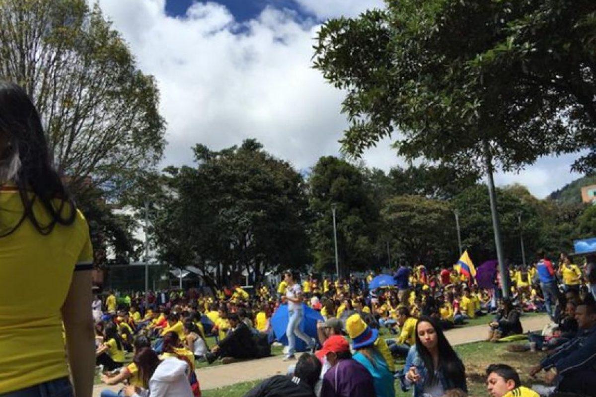 Cientos de seguidores colombianos disfrutan del partido. Foto:Twitter / @beatlebum