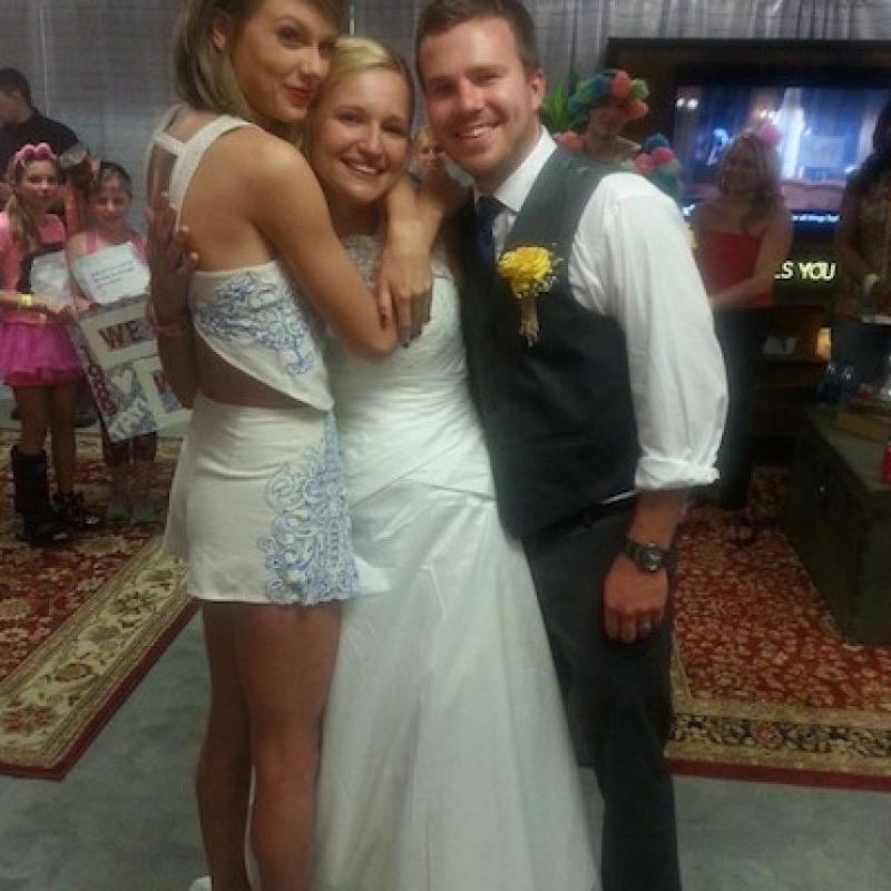 Taylor se encontró con la fanática momentos antes de que comenzara su show en Pensilvania. Foto:Instagram/ktswift1122