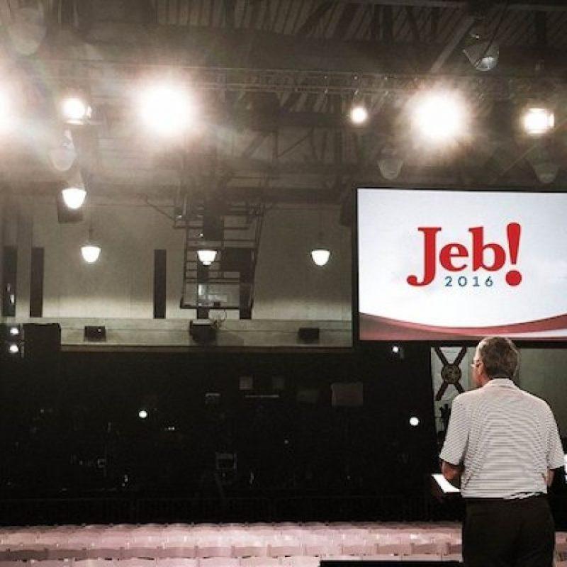 2. Escribía correos electrónicos 30 horas a la semana Foto:Facebook.com/JebBush