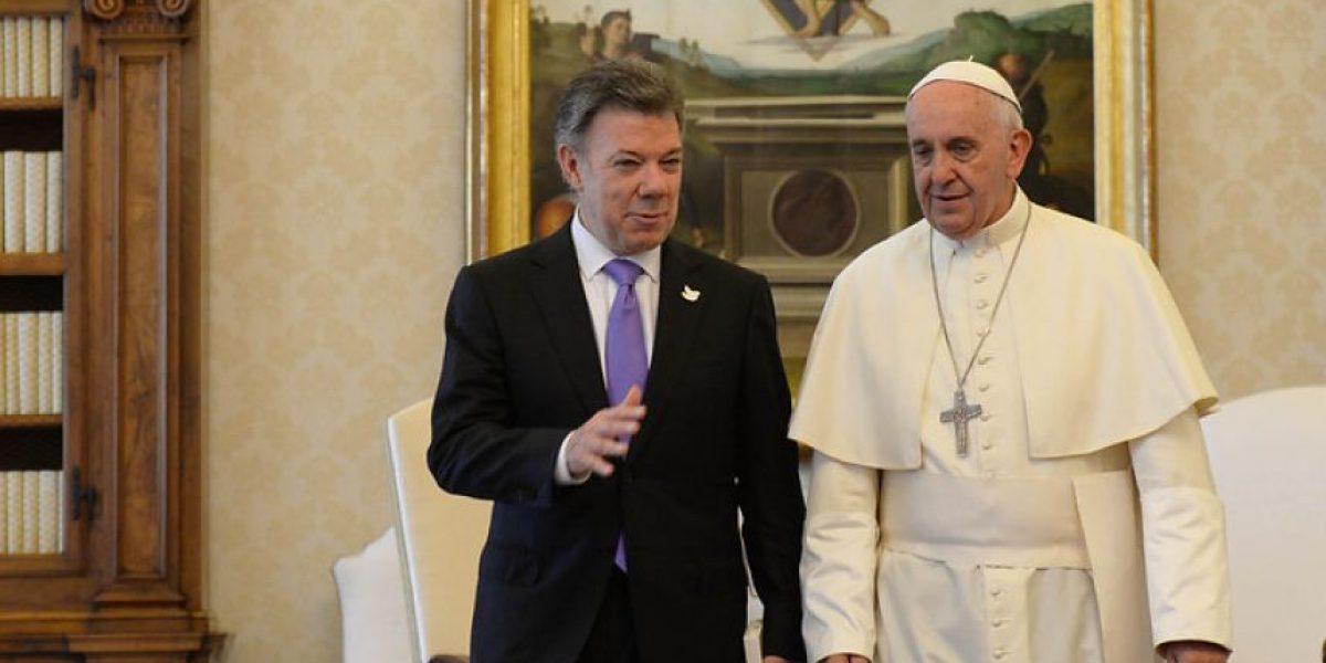 Papa le pide a Santos perseverar en búsqueda de la paz