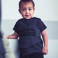 12.- En otra ocasión, la hija de Kanye West lució un chaleco antibalas durante la Semana de la Moda en Nueva York. Foto:vía instagram.com/kimkardashian