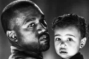 """""""Todos me preguntan cuál es mi canción favorita de Kanye. Es 'Only One'. Kanye sintió que su mamá la estaba cantando a través de él para nuestra hija. Esta canción me hace llorar cada vez que la escucho"""", explicó Kim Kardashian en Instagram. Foto:vía instagram.com/kimkardashian"""