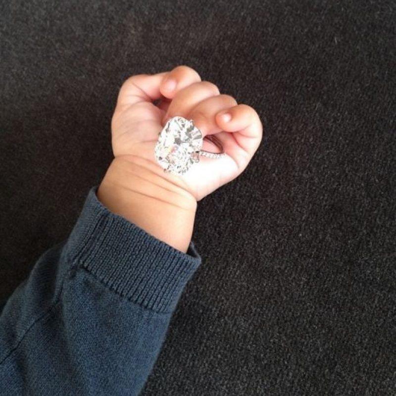 2.- Desde sus primeros meses de vida, esta pequeña tenía un armario lleno de ropa mucho mas cara de lo que se puedan imaginar. Foto:vía instagram.com/kimkardashian