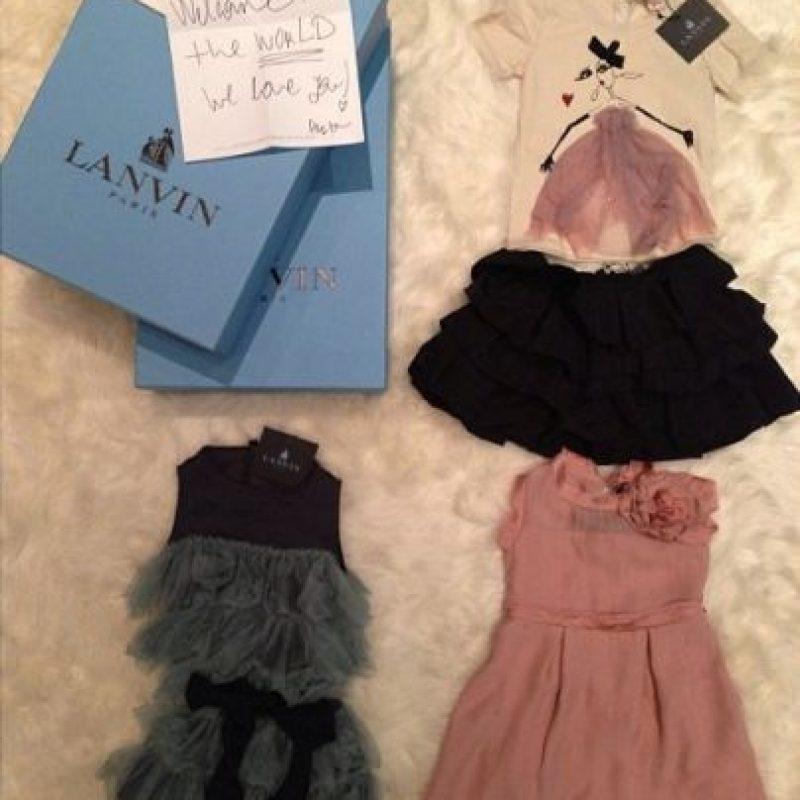 Diseñadores como Lavin, Balmain, Alexander Wang, Celine, Maison Martin Margiela le regalaron las prendas más exclusivas al retoño de Kim Kardashian. Foto: vía instagram.com/kimkardashian