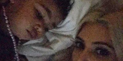 13.- Kim fue criticada porque su pequeña durmió con un collar de perlas. Muchos advirtieron sobre los peligros de que el collar se le enredara. Foto:vía instagram.com/kimkardashian