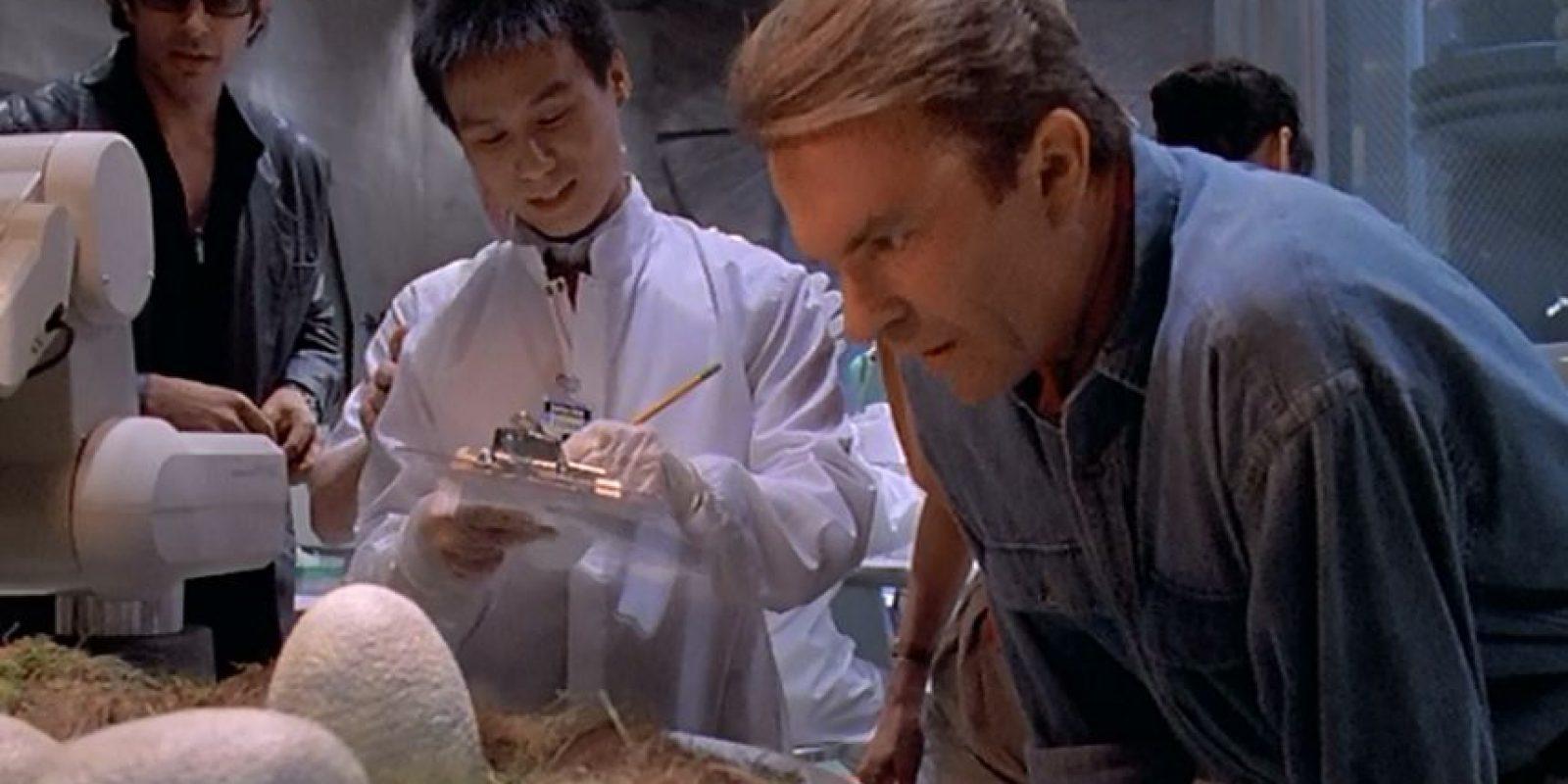 """En """"Jurassic Park"""" el actor BD Wong le dio vida al experto en genética responsable de que todos los ejemplares de dinosaurio fueran registrados Foto:vía YouTube"""