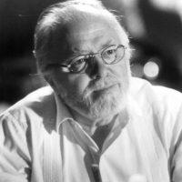 """En esta nueva cinta, podemos ver un monumento del actor Richard Attenborough, quien interpretó a """"John Hammond"""", el dueño de """"Jurassic Park"""" Foto:IMDB"""