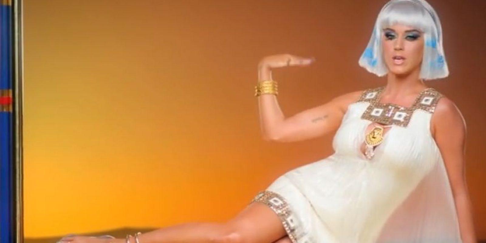 En el clip, Perry se convierte en una sensual faraona egipcia. Foto:YouTube/Vevo
