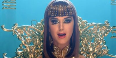 La cantante ha destacado por poner siempre creatividad y originalidad a sus vídeos y presentaciones. Foto:YouTube/Vevo