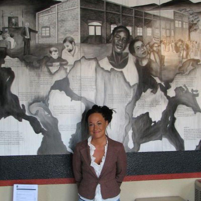 1. La mujer ha indicado que se identifica como negra desde que tiene cinco años. Foto:AP