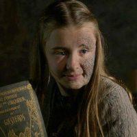 """17. """"Stannis Baratheon"""" en su fanatismo religioso, quema viva a su propia hija, """"Shireen"""". Foto:vía HBO"""