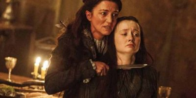 """7. En """"La Boda Roja"""", """"Robb Stark"""", nuevo rey de Invernalia, es muerto a traición junto con su madre """"Catelyn Tully"""" y su esposa """"Talysa Maegyr"""". A """"Talysa"""" la apuñalan estando embarazada, """"Roose Bolton"""" mata a """"Robb"""" y a """"Catelyn"""" la degollan. Lo peor es cuando matan también al lobo de """"Robb"""" y cosen su cabeza al cuerpo de su dueño humano. Foto:vía HBO"""