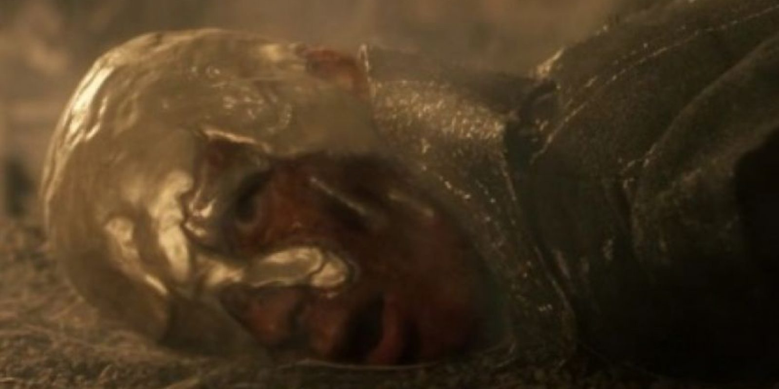 """2. """"Vyserys Targaryen"""", hermano de """"Daenerys"""", es """"coronado"""" cuando le echan oro caliente en la cabeza. Foto:vía HBO"""
