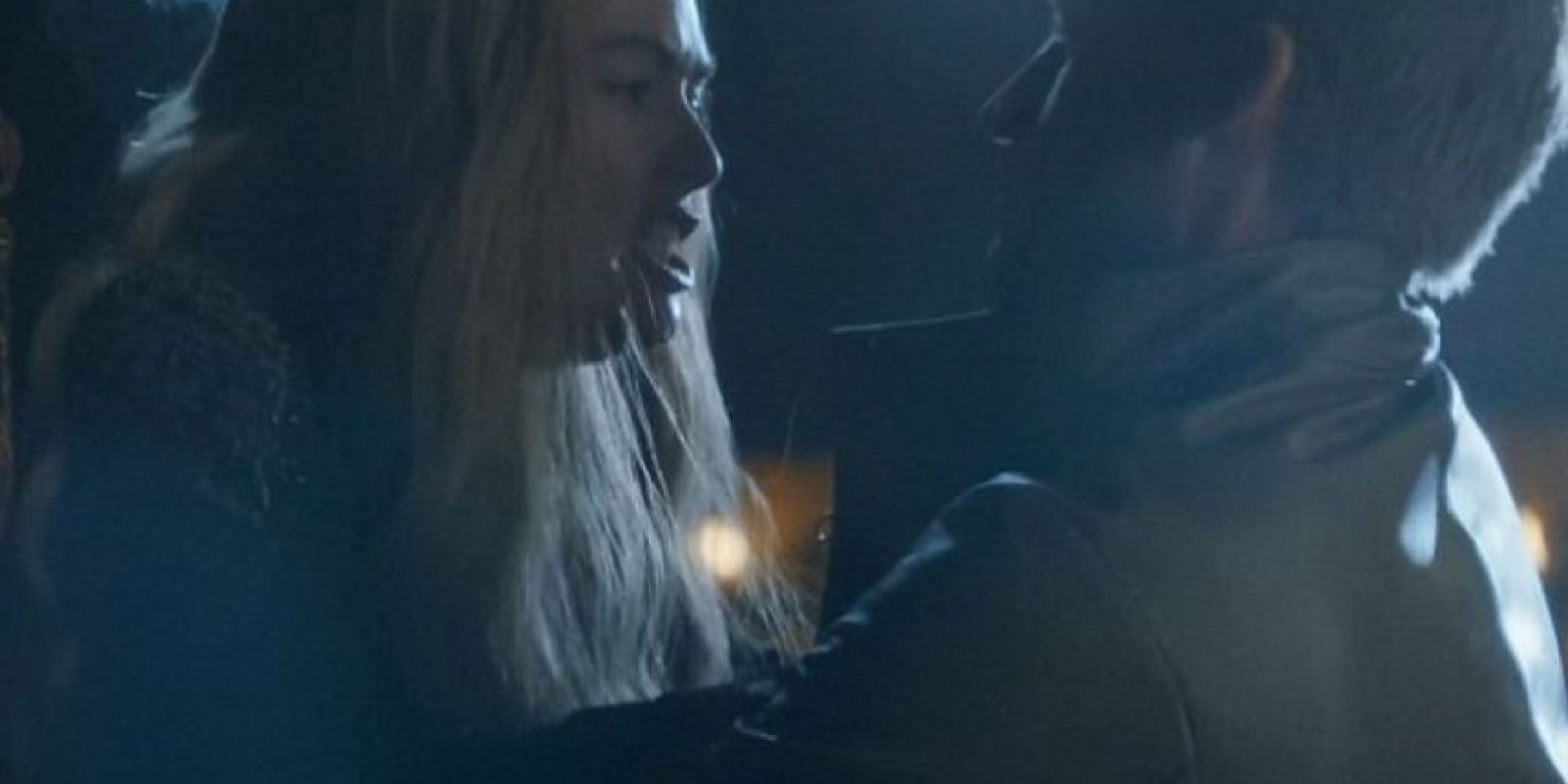 """9. En el funeral de """"Joffrey"""", sus padres, """"Cersei"""" y """"Jaime"""", que también son hermanos, tienen sexo salvaje al frente de su cadáver. Ella se resiste. Foto:vía HBO"""