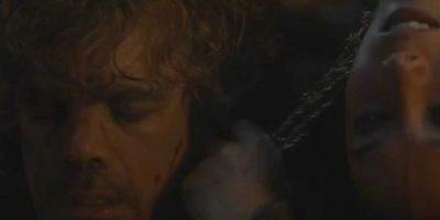 """11. """"Tyrion"""" es condenado a muerte. Escapa gracias a """"Jaime"""", su hermano y mata a """"Shae"""", su examante. Esta testificó contra él. La estrangula en la cama. Foto:vía HBO"""