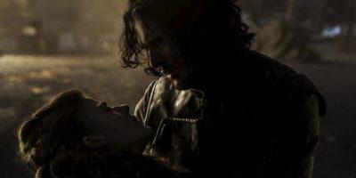 """11. """"Ygritte"""" muere en los brazos de """"Jon Snow"""" en la batalla de """"CastleBlack"""". Foto:vía HBO"""