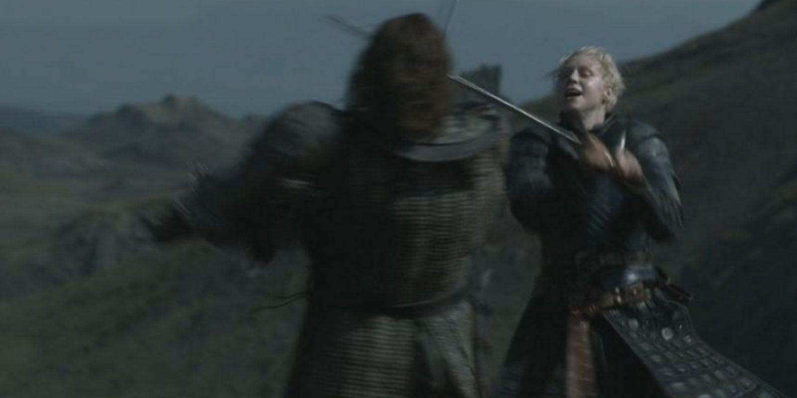 """13. """"Brienne de Tarth"""" pelea contra """"Sandor Clegane"""" y lo deja malherido. """"Arya Stark"""" lo deja morir de una manera agónica y dolorosa. Foto:vía HBO"""