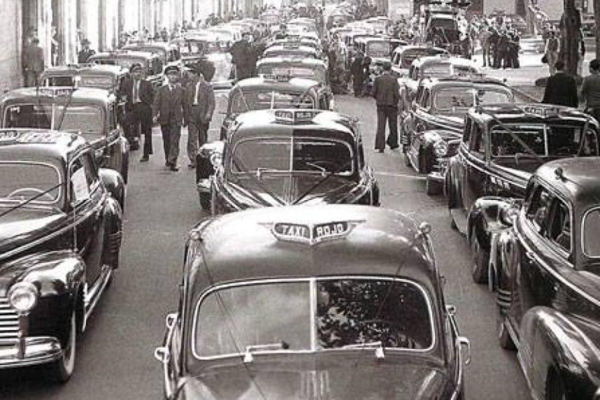 Los taxistas de Bogotá en la década de 1940 Foto:Facebook / Fotos Antiguas de Bogotá
