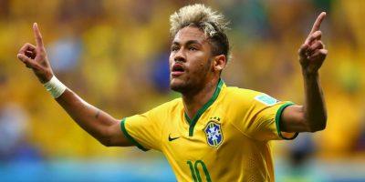 El crack brasileño, siempre amante de looks extravagantes tiene a su propio estilista personal. Foto:Getty Images