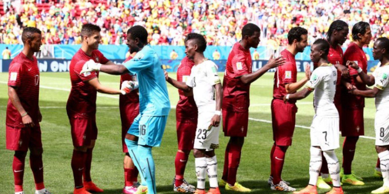 En el Mundial de 2014, los africanos exigieron tres millones de dólares que les debían en premios para jugar ante Portugal. La cantidad solicitada llegó a Brasil en un avión. Foto:Getty Images