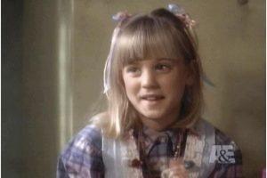 """3. Kaley Cuoco comenzó en 1992, en la película """"Arenas Movedizas"""". También en anuncios de """"Barbie"""". Foto:vía Youtube."""