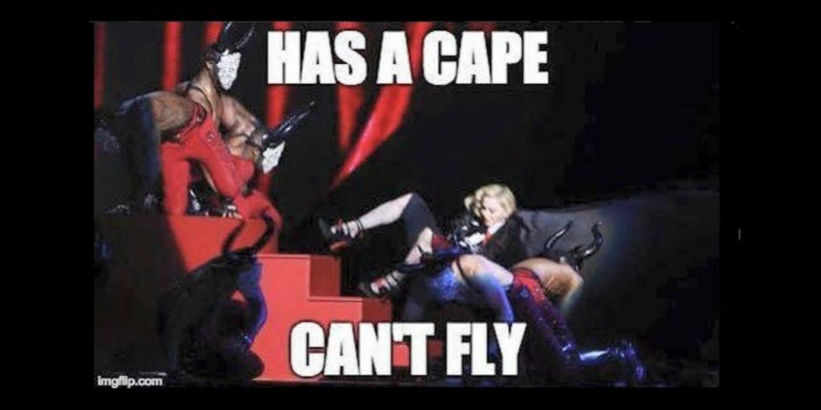 2.- La bochornosa caída de Madonna en los Brit Awards 2015 Foto:vía Twitter