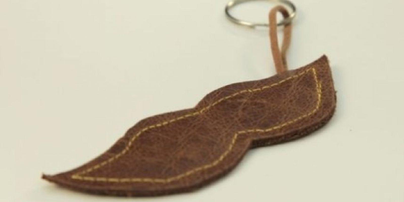 Un llavero de bigote Foto:Manialidades.com